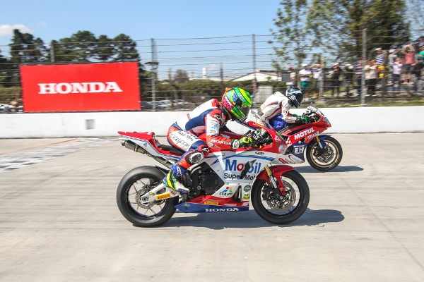 Largada da categoria SuperSport| 6ª etapa do SuperBike Brasil Johanes Duarte/VGCOM